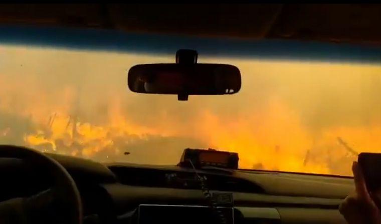 """Así escaparon bomberos del """"infierno"""" en la zona de Villa Giardino"""