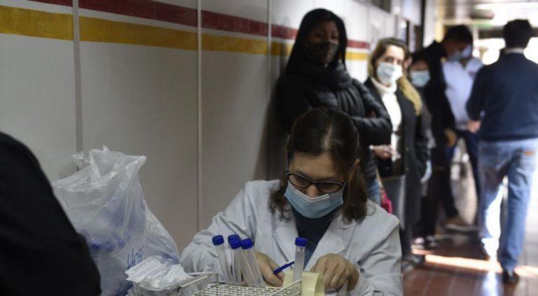 Covid-19 en Córdoba: 8 muertos y 598 nuevos casos este domingo