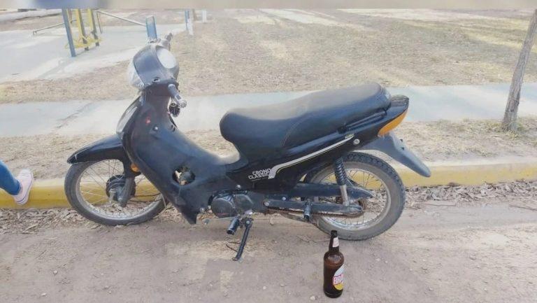 Se emborrachó tanto que se olvidó dónde estacionó su moto