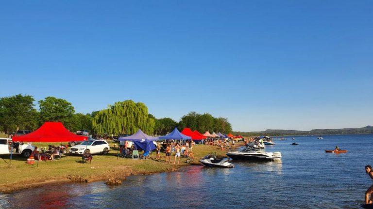 En el fin de semana largo se llenaron rutas, ríos, lagos y bares en las Sierras de Córdoba