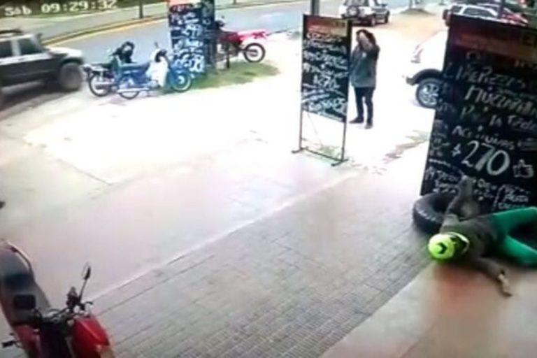 Neumático fuera de control embistió violentamente a una mujer en una estación de servicio en Carlos Paz