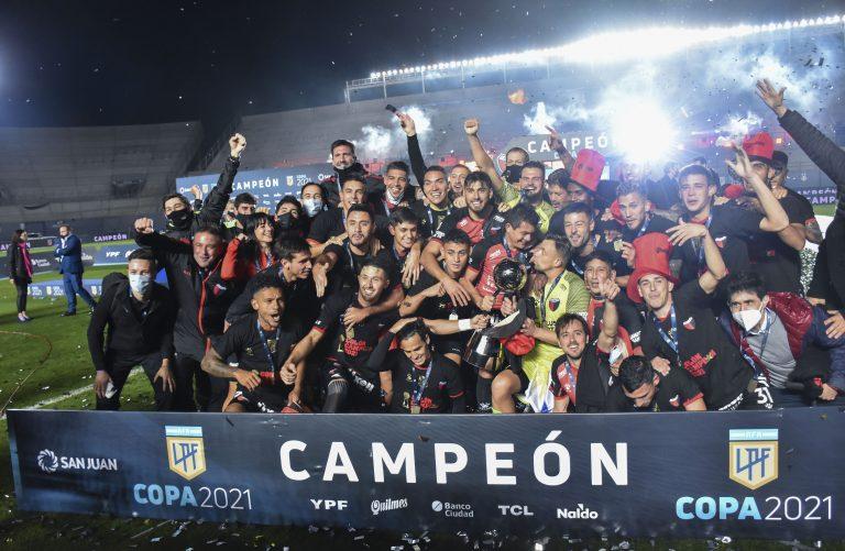 Colón venció a Racing y salió campeón por primera vez en su historia
