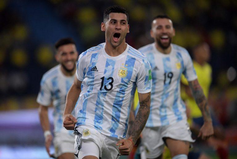 Argentina no supo ir por más y un error en el final lo dejó sin victoria ante Colombia