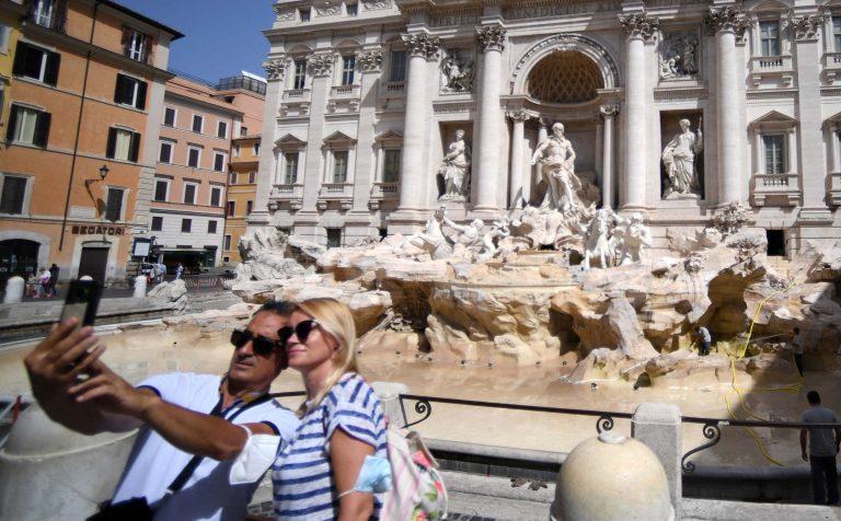 Tras más de ocho meses, Italia elimina desde hoy el tapabocas obligatorio al aire libre