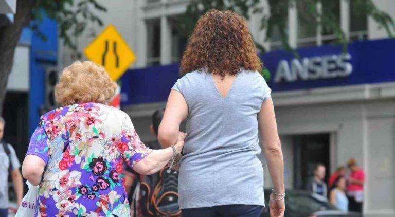 Cobran hoy los jubilados y pensionados nacionales con ingresos hasta $ 25.925 y DNI terminado en 1