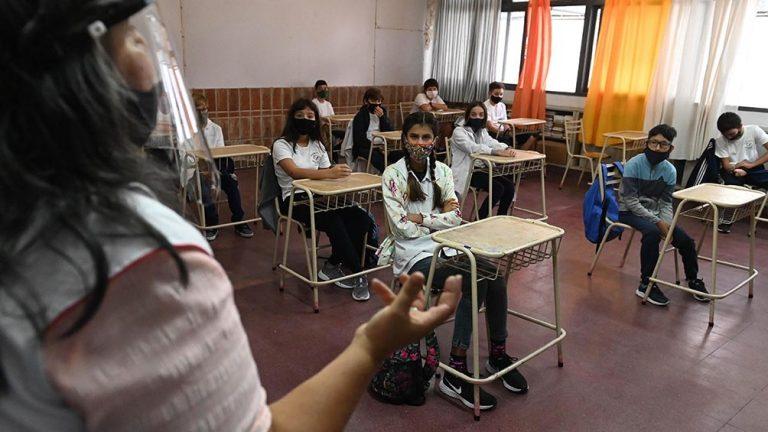 Córdoba: el martes retoman clases presenciales en localidades de hasta 30.000 habitantes